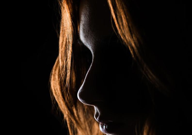 我們都戴著「面具」活著,但愈多張愈好嗎?剖析心理學家榮格的人格面具