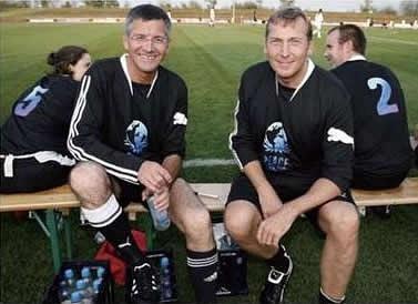 2009年兩家友誼賽場上的CEO